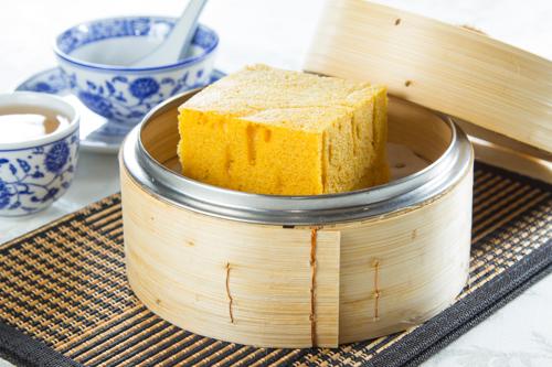 【蒸籠蒸傳統中式甜品點心馬拉糕】專業食物攝影師的圖片庫