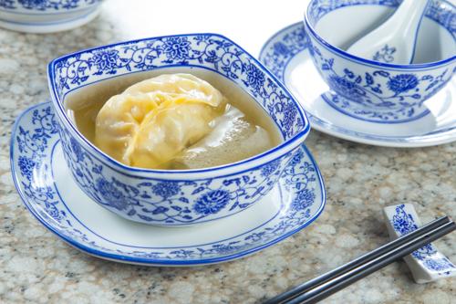 【地道港式舊式料理灌湯餃】的圖庫相片