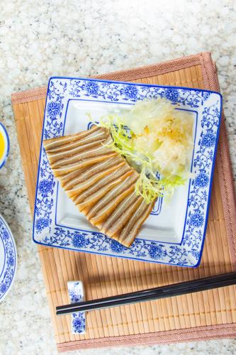 【中式餐前涼拌小吃切片鹵水豬耳】飲食業專用素材圖像