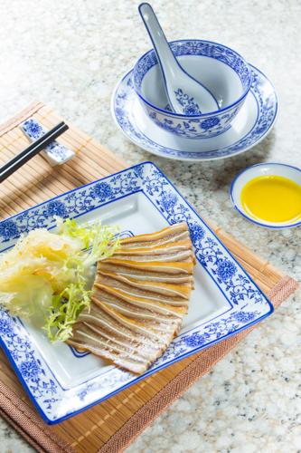 【中式餐前涼拌小吃切片鹵水豬耳】專業食物攝影師的圖片庫