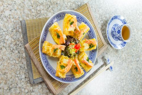 【惹味香口小食前菜酥炸蝦多士】的圖庫相片