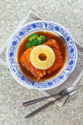 【紅燒豬腩肉配菠蘿】專業食物攝影師的圖片庫