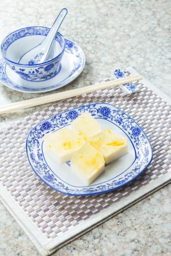 【新派創意中式甜品柚子椰汁水晶糕】的餐飲業界向產品