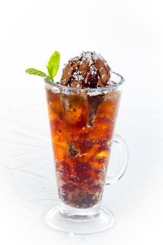 【茶餐廳凍飲朱古力雪糕可樂黑牛】比自己拍攝更便宜的食物相片方案