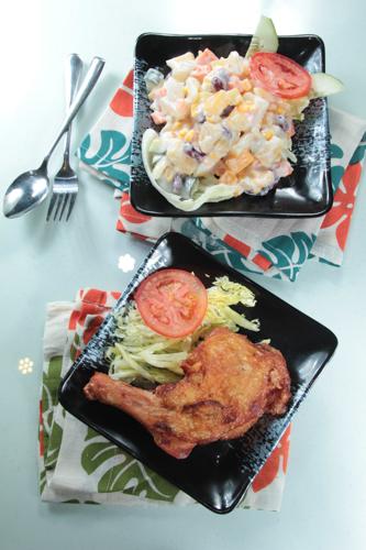 【茶餐廳風味炸雞髀配鮮果沙律】飲食業專用素材圖像