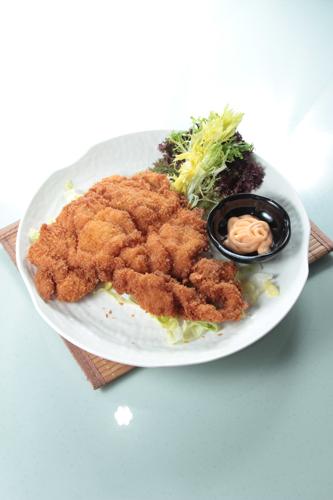 【日式大塊吉列豬扒配千島醬】飲食業專用素材圖像
