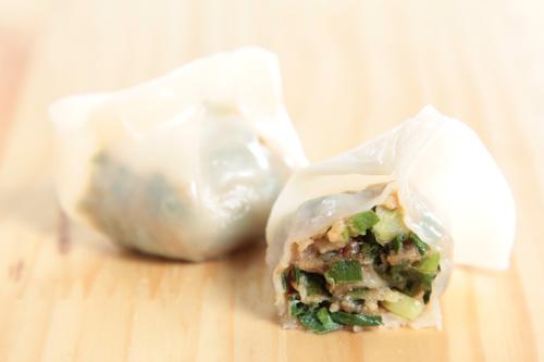 【切開的蔥蒜豬肉餃子】平到笑飲食業專用素材圖像