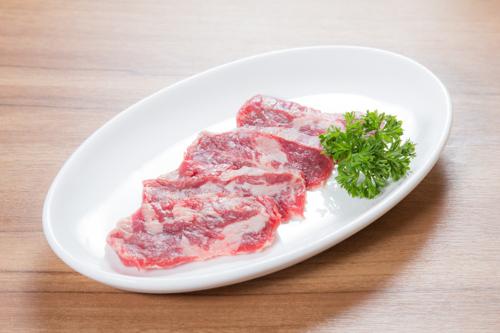 生の牛カルビ肉