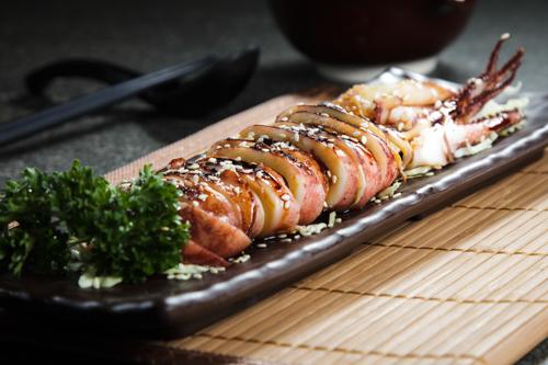 【和式海鮮燒物甜醬油原隻燒魷魚】食品工業用減省支出最佳方案圖庫相片
