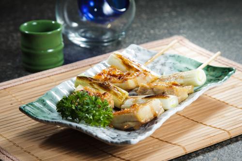 【和風居酒屋燒物料理京蔥雞肉串燒】印刷級的美食相