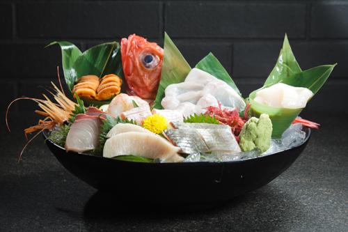【高級刺身海鮮原條金目鯛魚生油甘魚鯛魚刺身拼盤】專業食物攝影師拍攝的圖片庫
