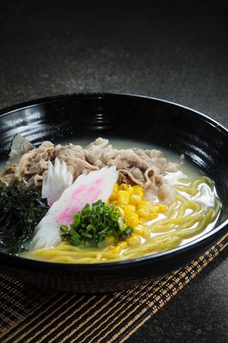 【白湯豚肉日本拉麵】食品工業用減省支出最佳方案圖庫相片