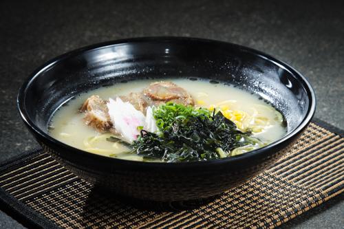 【長時間熬煮豬軟骨白湯日式拉麵】可以簡單輕鬆下載的食物相