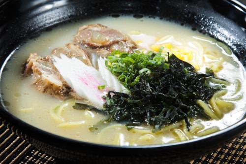 【長時間熬煮豬軟骨白湯日式拉麵】飲食業專用素材圖像