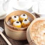 中華点心蒸籠でシュウマイを蒸す・レストランのメニューデザイン用グルメ写真素材