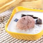 ココナッツミルクにセンソウゼリーとチョコレートアイスクリーム