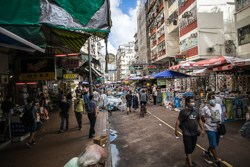 sham shui po_009_On September 16, 2020, people shop at the stalls and vendors on Apliu Street