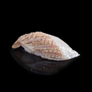火炙劍魚壽司 黑色背景倒影版本的去背退地食物素材相片