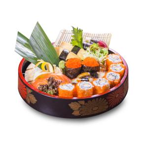 三文魚蒲燒鰻魚加州卷蟹子軍艦壽司拼盤的去背退地食物素材相片