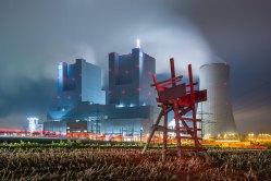 DER ROTE STUHL   © Dirk Schatz