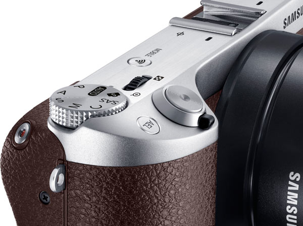 Samsung NX500, brown