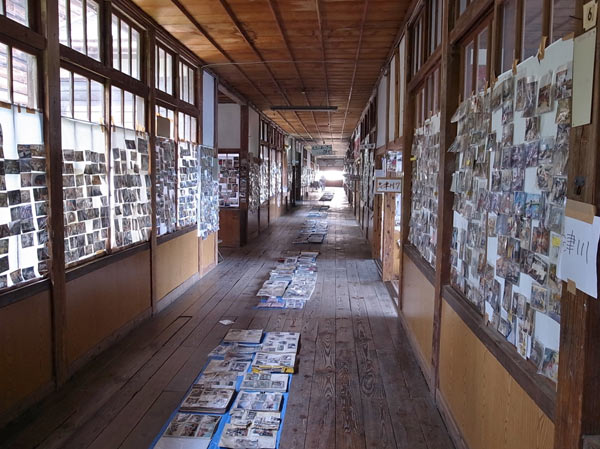 Recovered photos are displayed (Minamisanriku Town) : Image by Ricoh