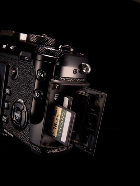 FUJIFILM X-Pro2: Dual SD card slots