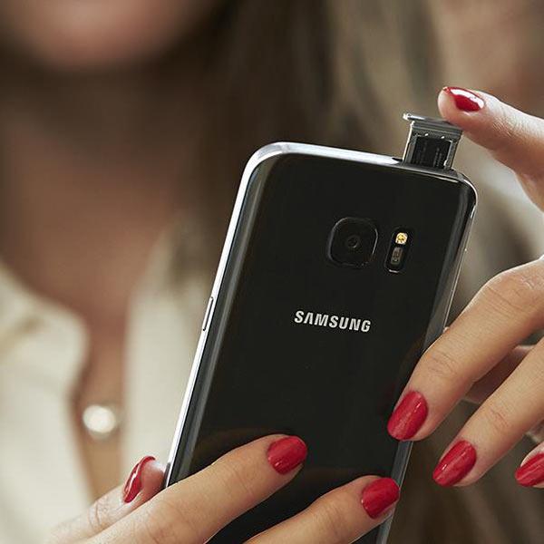 Samsung Galaxy S7, black onyx: Hybrid SIM card tray. Image Courtesy of Samsung