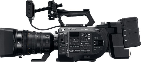 Sony FS7 II: LCD monitor with the square cross-section 15 mm rod. The monitor stays in horizontal alignment when you reset positions. Also, at the right is the XDCA-FS7 extension unit with a V-mount battery pack, both sold separately.