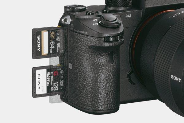 Sony a9: dual SD media card slots