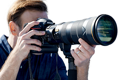 Nikon AF-S NIKKOR 180-400mm f/4E TC1.4 FL ED VR: The teleconverter switch can be comfortably operated by most using a right-hand finger without releasing the camera grip or taking an eye off the viewfinder. Image Courtesy of Nikon