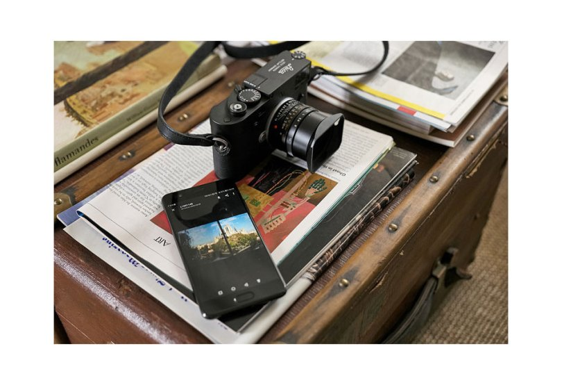 Leica M10-D works with the Leica FOTOS app and a smartphone