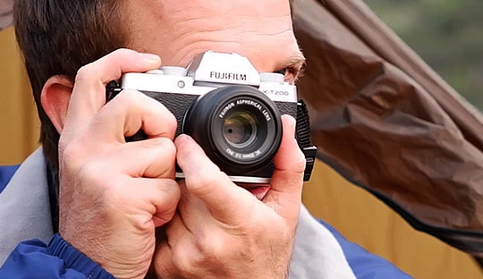 Fujifilm X-T200, silver, with FUJINON XC35mmF2 lens: Image Courtesy of Fujifilm