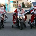 Дед мороз байкер. Бородач на мотоцикле.
