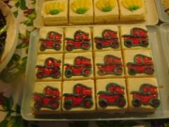 車の絵のケーキ