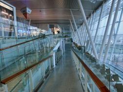3階・出発階 /2階の発着待合室への移動スロープ /プーケット国際空港・新ターミナル