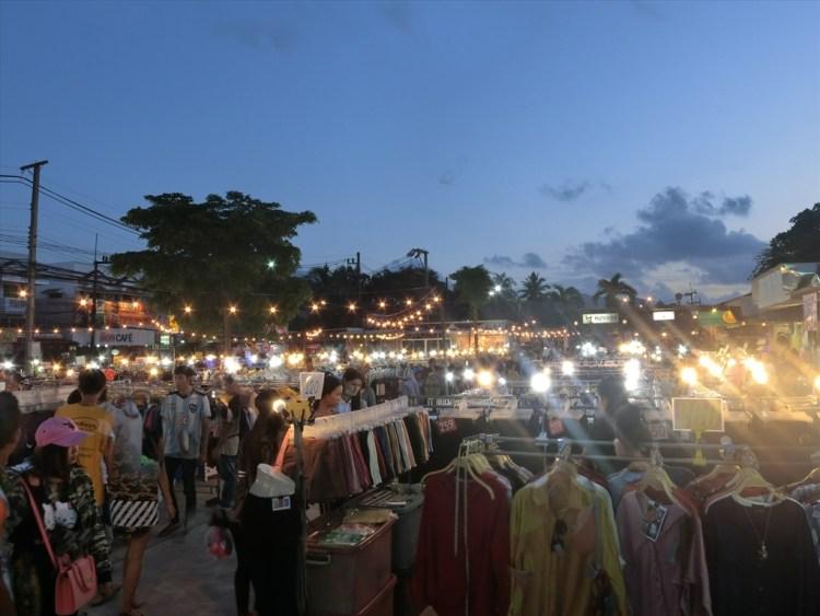 Chillva Market (チルバ マーケット)の古着の露店 (月曜日&火曜日) /プーケットタウンのローカルマーケット