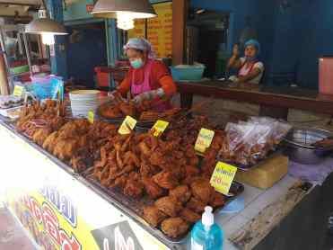 2020年04月21日のプーケット島・パトンビーチ・Nong Mam Muslim Fried Chiken・12:00頃の風景