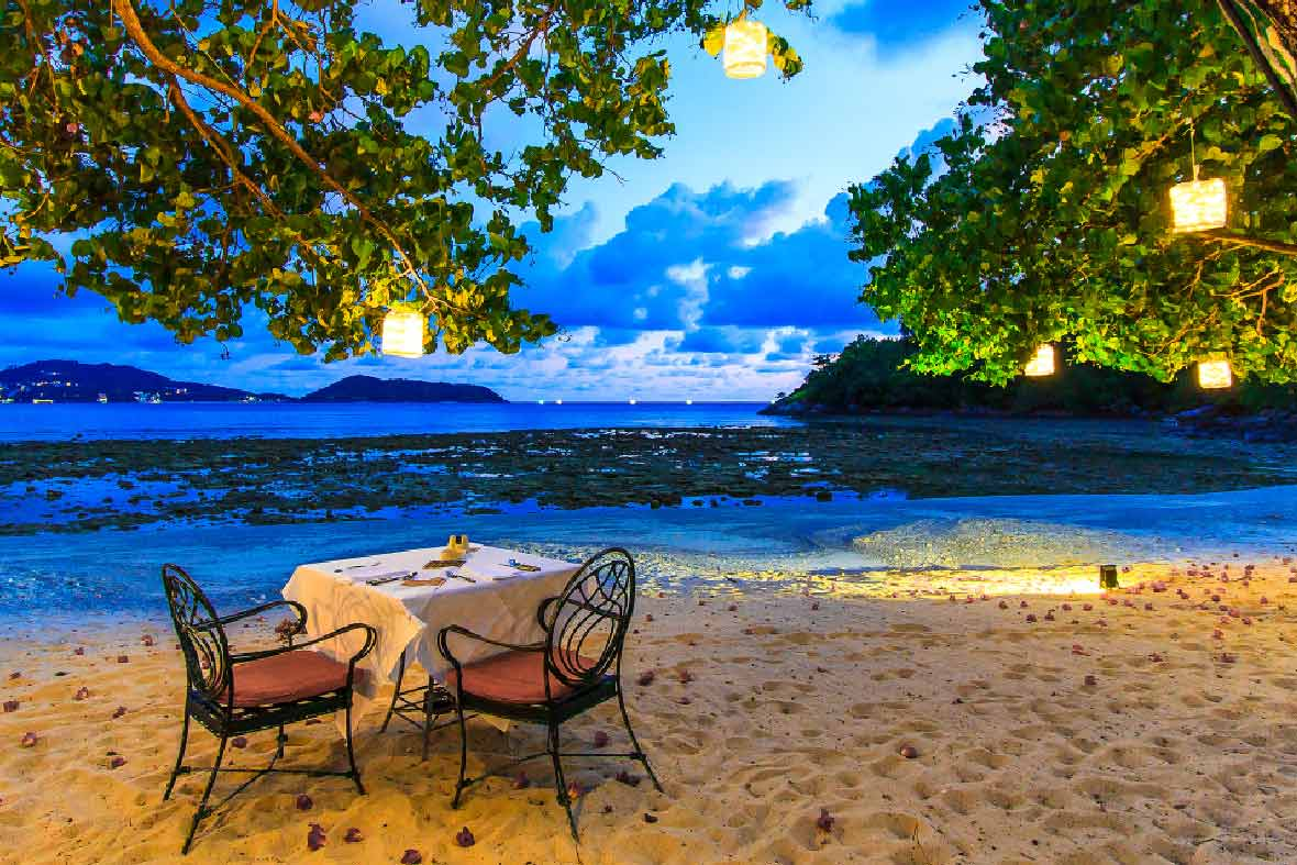beachfront romantic dining