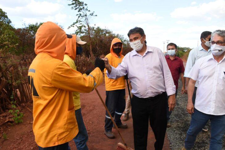 BR 316 Picos Povoado 2 Wellington visita obras da rodovia que liga Picos à zona rural e entrega casas