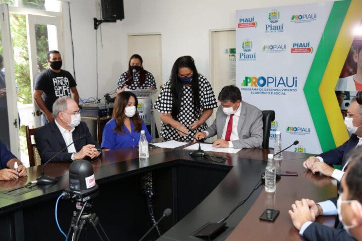 WhatsApp Image 2021 01 15 at 12.25.34 Piauí inicia distribuição de insumos para vacinação contra a Covid em municípios