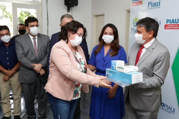 WhatsApp Image 2021 01 15 at 12.25.35 2 Piauí inicia distribuição de insumos para vacinação contra a Covid em municípios