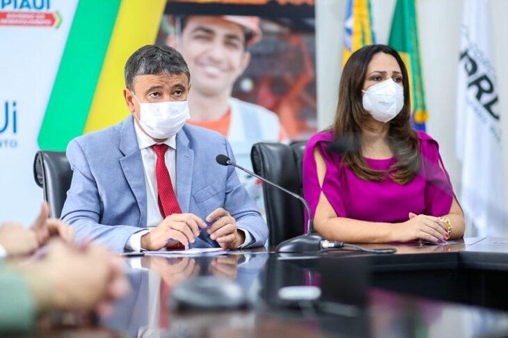 celebra%C3%A7%C3%A3o religiosa 8 Governador entrega medalhas por ocasião do 198º aniversário da adesão do Piauí à Independência