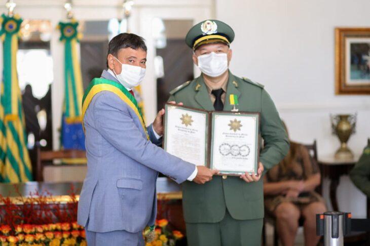 entrega de medalhas 27 Governador entrega medalhas por ocasião do 198º aniversário da adesão do Piauí à Independência