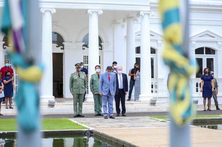 hateamento bandeira 1 Governador entrega medalhas por ocasião do 198º aniversário da adesão do Piauí à Independência