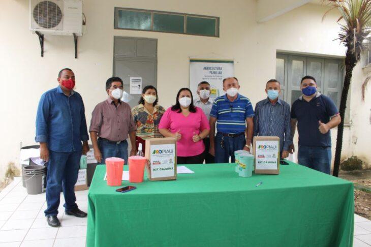 kits cajuina SAF entrega kits para produção de cajuína a agricultores de três Territórios