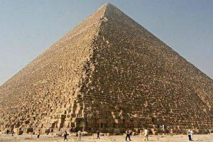 La Grande Piramide di Giza potrebbe focalizzare l'energia elettromagnetica nelle sue camere