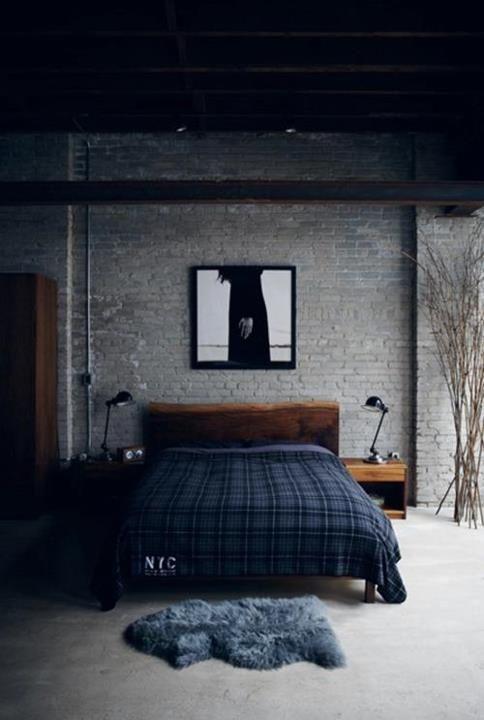 Si tratta di una tendenza nata dal recupero degli ambienti dismessi in stile anni '50, ovvero gli spazi tipici delle fabbriche del tempo, quei luoghi dominati dal mattonato rosso e dalle componenti in ferro e legno, dal fascino immortale e dal sapore. Camera Da Letto In Stile Industriale