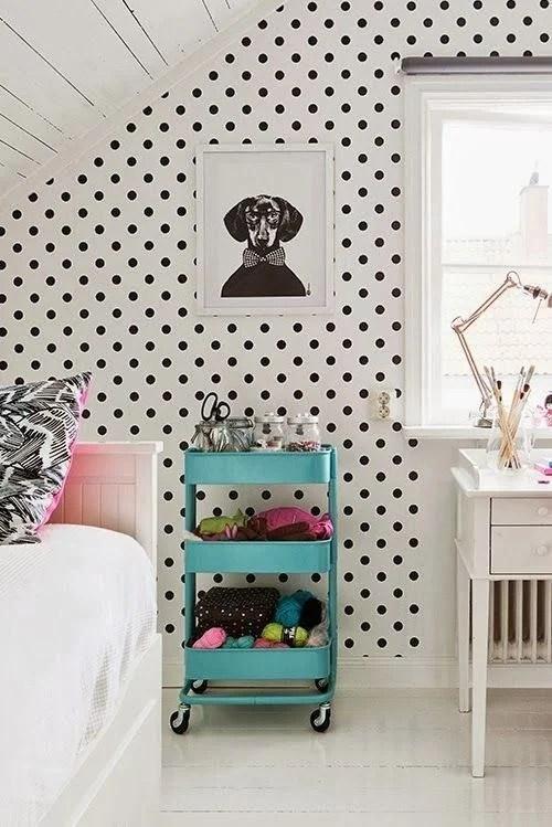 Per rendere ancora più shabby l'atmosfera della vostra camera potete scegliere di rivestire la parete del letto con una carta da parati. Carta Da Parati Ikea