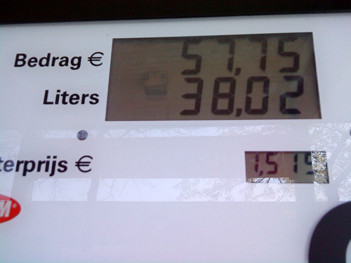 The price of a full tank of petrol at a Limburg gas station
